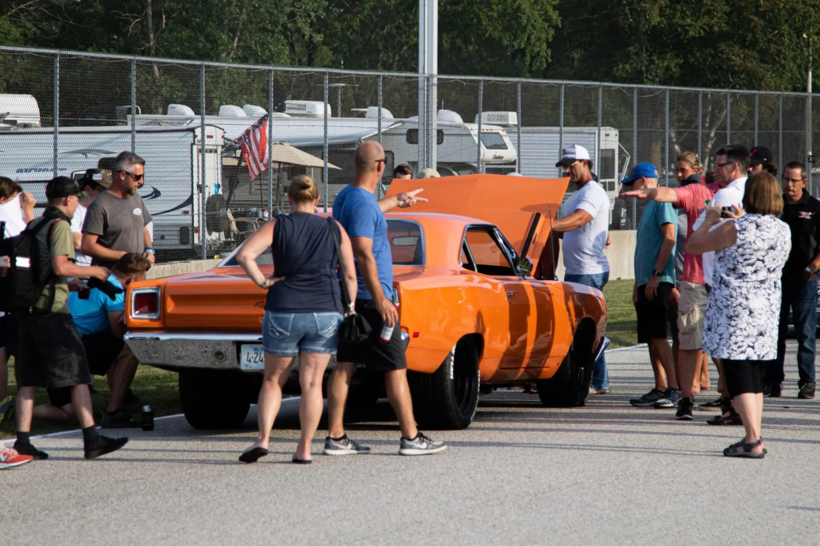 concours saturday hellrunner orange car