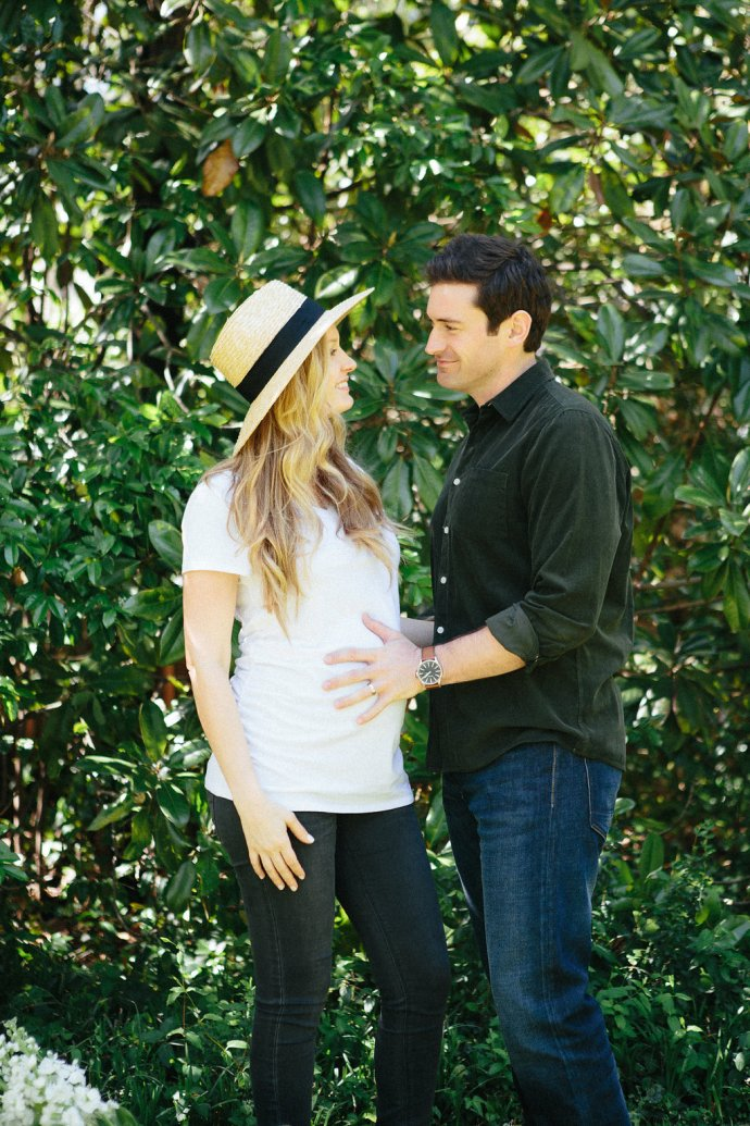 Family  Stylish Backyard Maternity Session