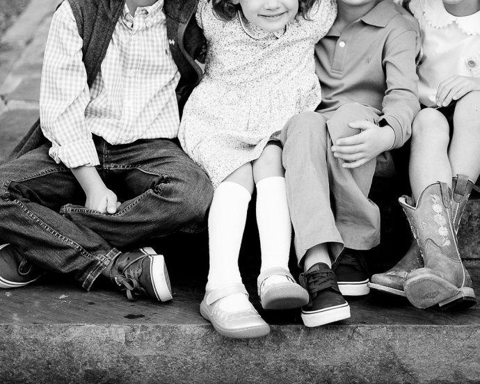 Family  Playful Family Session at Aldridge Gardens
