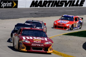 2011MartinsvilleApr_NSCS_Clint_Bowyer_Leading