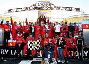 2011MartinsvilleApr_NSCS_Kevin_Harvick_and_crew_in_victory_lane
