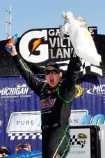 2011_MIS_Aug_NSCS_Kyle_Busch_Victory_Lane