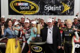 jeff-gordon-pocono-win-victory-lane-august-2012