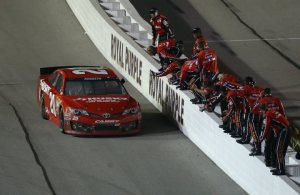 Matt-Kenseth-team-NASCAR-Southern-500-Darlington-2013_article