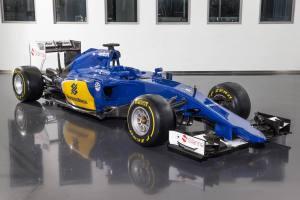 20150130_Sauber_C34-Ferrari_Front_Side