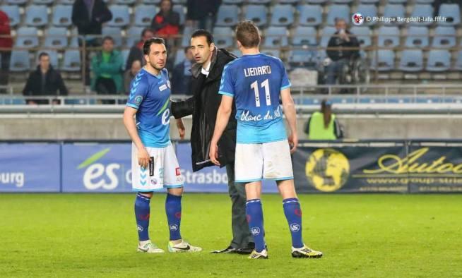 ECHOUAFNI, l'entraîneur d'Amiens, réconforte SABO et LIENARD