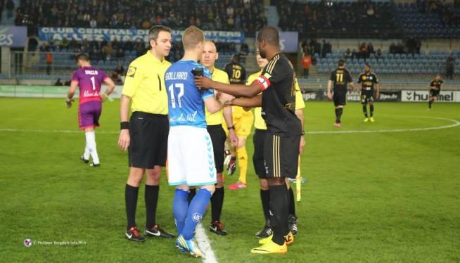 Ludovic GOLLIARD et Hervé LYBOHY sous les yeux du trio arbitral