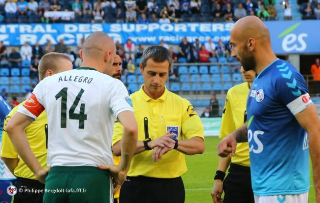 L'arbitre Emmanuel CARON avec les deux capitaines ALLEGRO et SIKIMIC