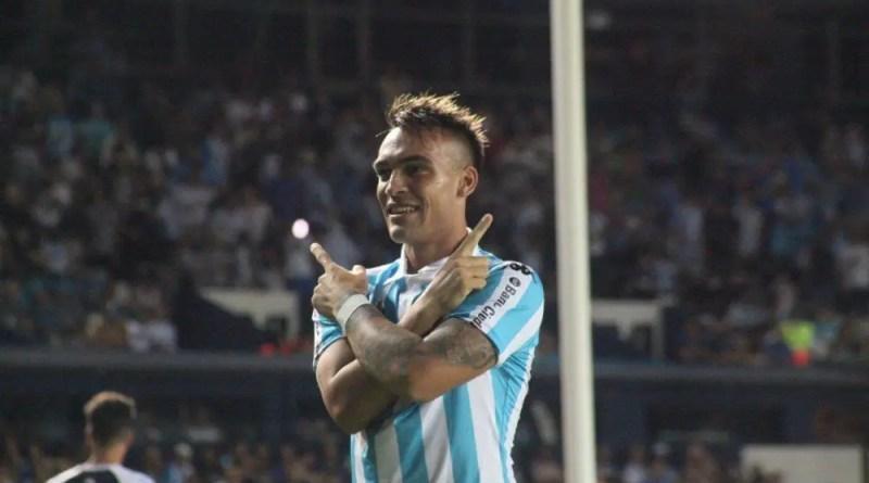 Lautaro Martínez festejando un gol