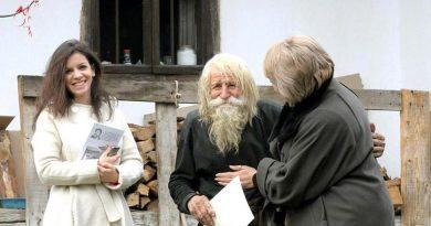 O morador de rua de 98 anos doa tudo que ganha para ajudar pessoas