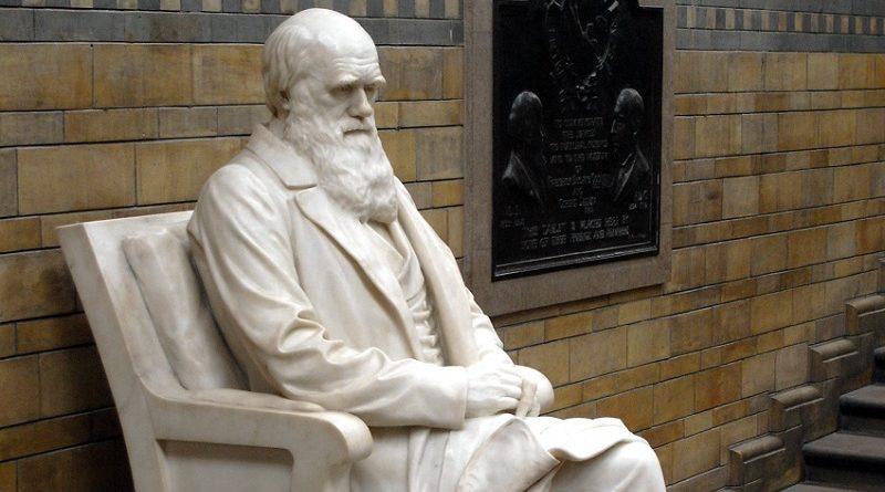 Estátua de Charles Darwin, pai da teoria da evolução