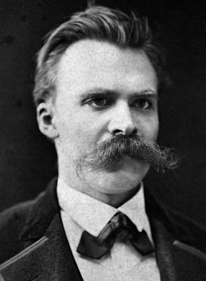 Dicen que a Nietzsche se le fue la pinza cuando su mente fue incapaz de reconciliar las conclusiones a las que llevaban sus ideas. Pero vamos a lo importante: ESO es un bigote