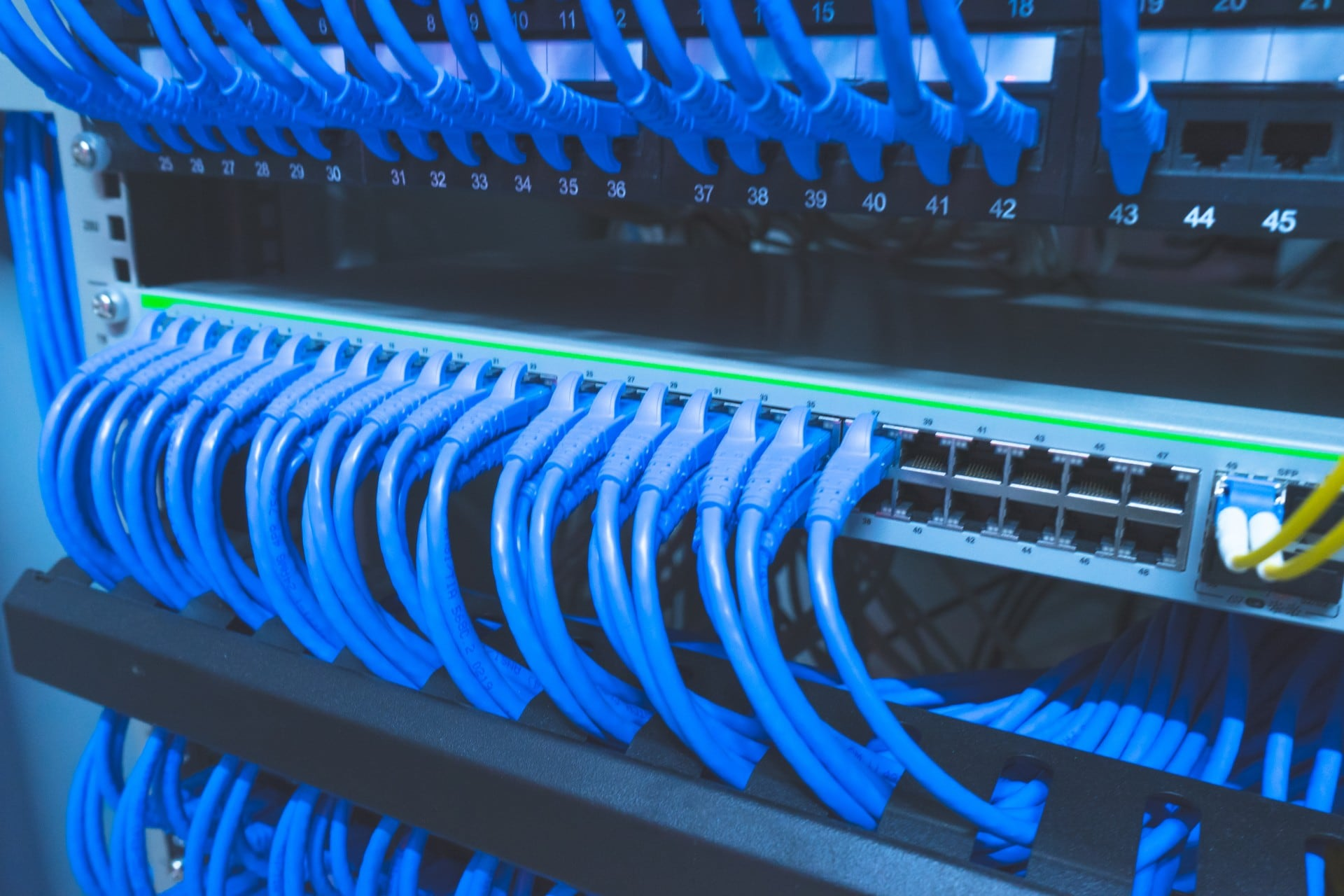 server rack cable management the