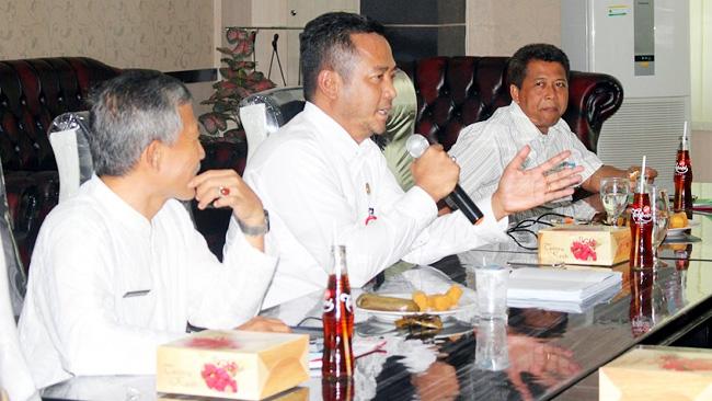 ILUSTRASI. Kepala Badan Koordinasi Penanaman Modal dan Pelayanan Terpadu (BKPMPT) Provinsi Banten Babar Suharso