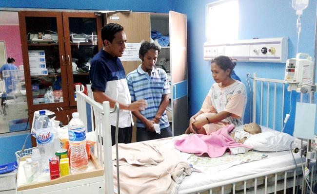 Roni Alfanto bersama kedua orang tua Pelangi