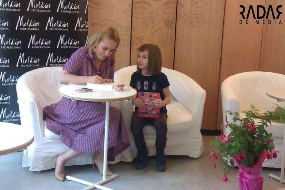 """Lansare carte Andreea Esca PRO TV Andreea Esca: """"Cel mai important e să rămâi legat de oameni. Singuri nu putem face nimic în viață"""""""