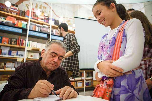 DNB_FanBook_Dan C Mihailescu_autograf