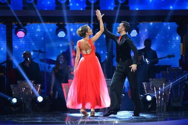 danseaza printre stele Dansează printre stele, un show spectaculos marca Antena 1, a debutat aseară
