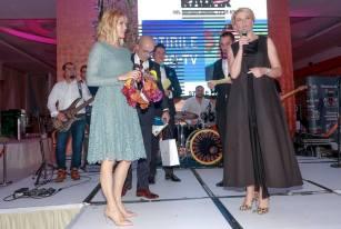 LAVINIA PETREA SI ANDREEA MARINESCU PE SCENA - PREMIILE RADAR DE MEDIA 2017