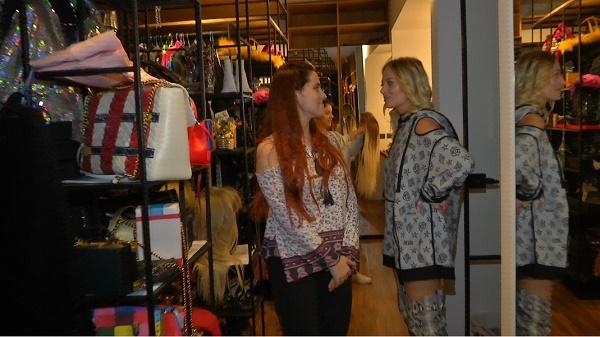 X Factor: Teodora Sava și Alina Mocanu, invitate în dressing-ul impresionant al Deliei