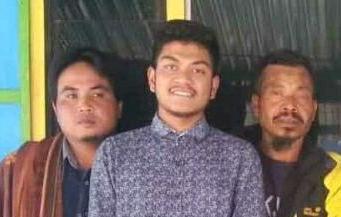 Aldi (tengah)