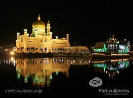 Introdução da lei sharia, em Brunei, aumenta pressão aos cristãos
