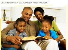 """""""Famílias Irresistíveis""""  é o tema do Dia Nacional de Oração pela Família, deste ano"""