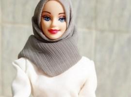 Barbie muçulmana fala trechos do Alcorão