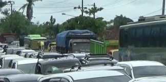Banjir Akibatkan Kemacetan Panjang di Jalan Lintas Timur Lampung-Palembang