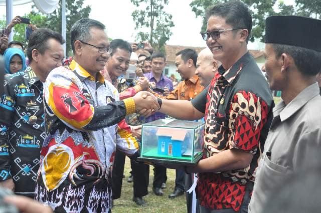 Pemprov Lampung Salurkan Bantuan BSPS 2000 unit Rumah Layak Huni