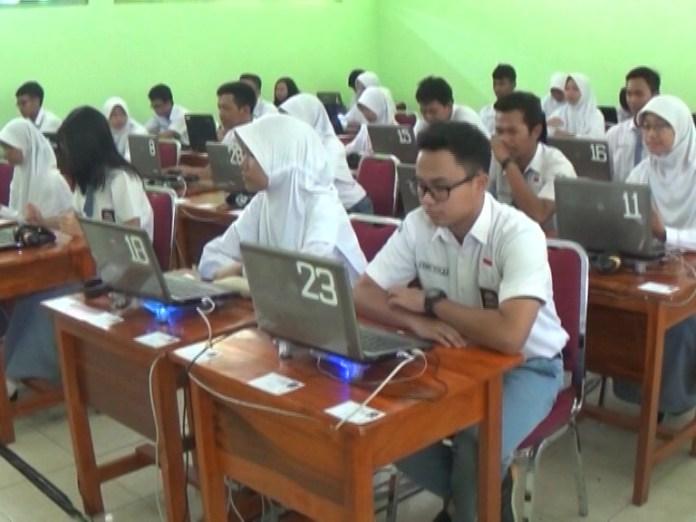 Ujian Nasional Perbaikan Tahun 2016 Diikuti Ratusan Peserta