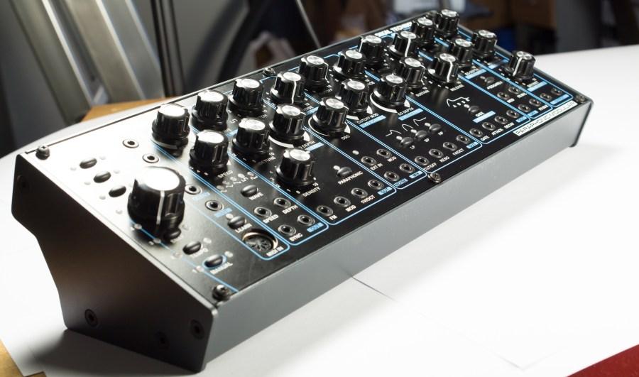 Semimodularer, paraphonischer Synthesizer DELTA CEP A