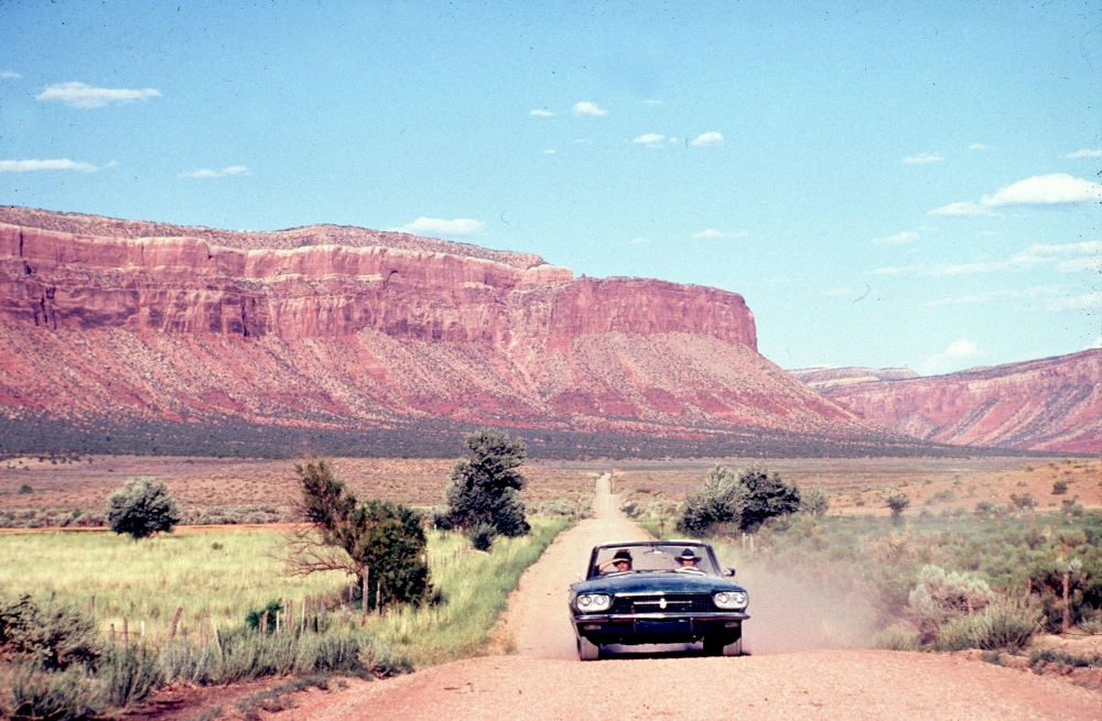 thelma-and-louise-1991-002-girls-in-the-car-00m-f8d_0
