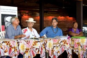 Richard Tuheiava (3e en partant de la gauche) lors d'une réunion de l'association Moruroa e Tatou. © Cédric VALAX (archive)
