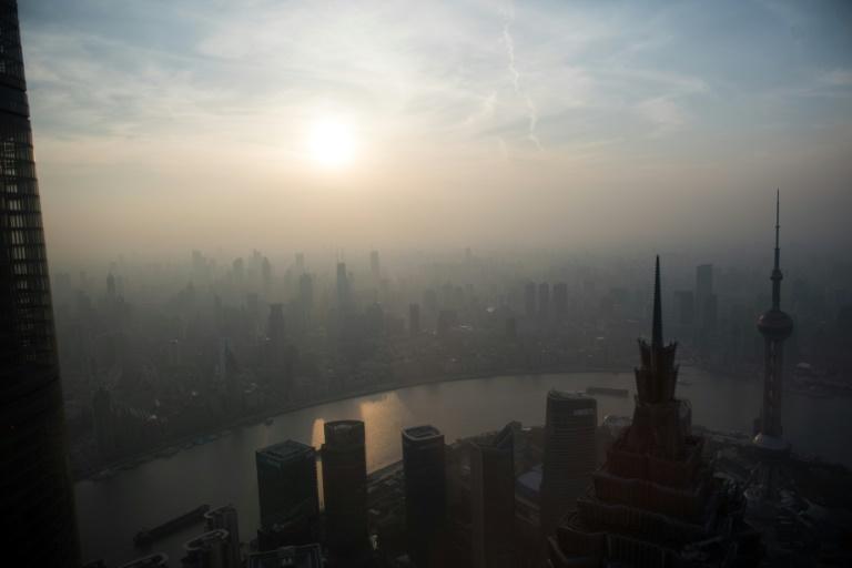 Vue de Shanghai un jour de pollution, le 28 mars 2016. © AFP