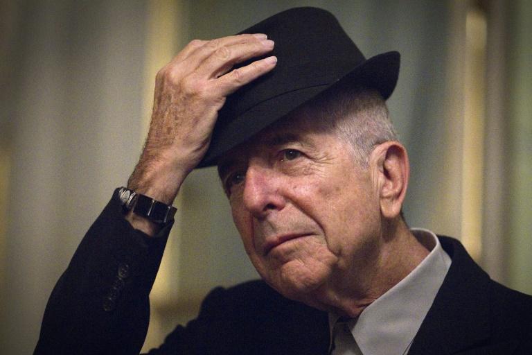 Le chanteur et poète Leonard Cohen pose le 16 janvier 2012 à Paris. © AFP