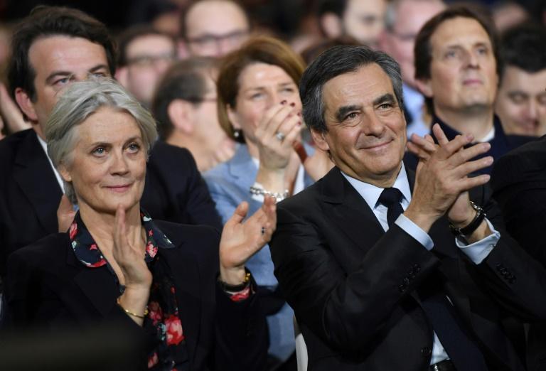 Penelope Fillon (g) et son époux François Fillon, le 29 janvier 2017 à Paris. © AFP