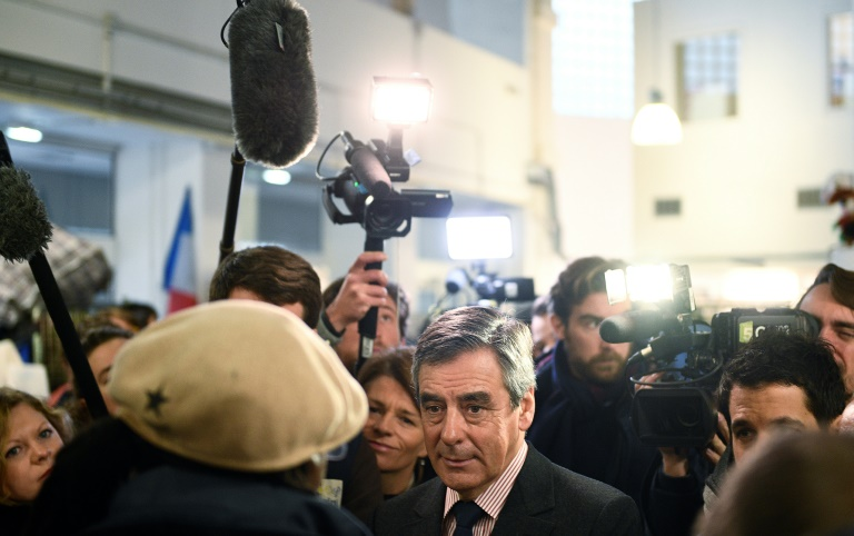 François Fillon lors d'une visite dans un centre Emmaüs du 19e arrondissement, le 3 janvier 2017 à Paris. © AFP