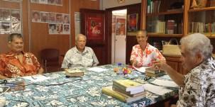 Des membres de l'académie tahitienne - fare vana'a.