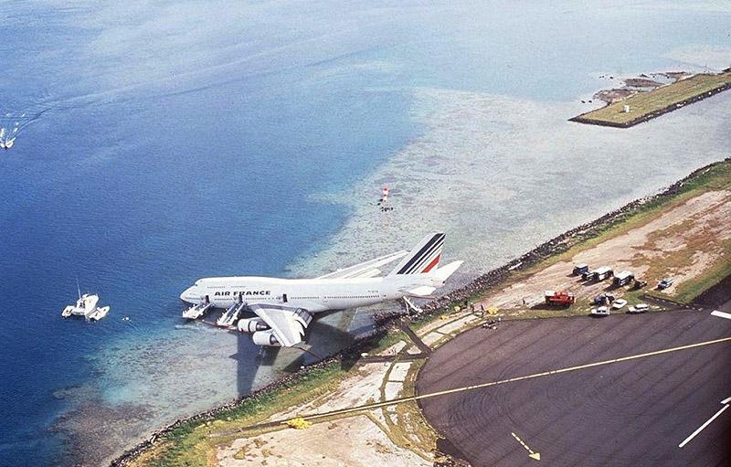[Image: Rare-Tahitian-Airport-View-Air-France-19...;amp;ssl=1]