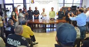 Reciben diputados Edson Gallo Zavala y Camilo Torres Mejía a policías inconformes