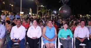 Paceños y turistas disfrutaron del 2do Aniversario del evento de Luna Mágica