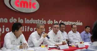 FIRMAN CONVENIO DE COLABORACIÓN IMSS BCS Y LA CMIC