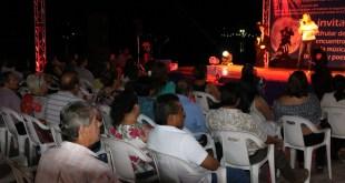 • Alusivo al Día de Muertos con hermosas decoraciones y música de talentos locales.