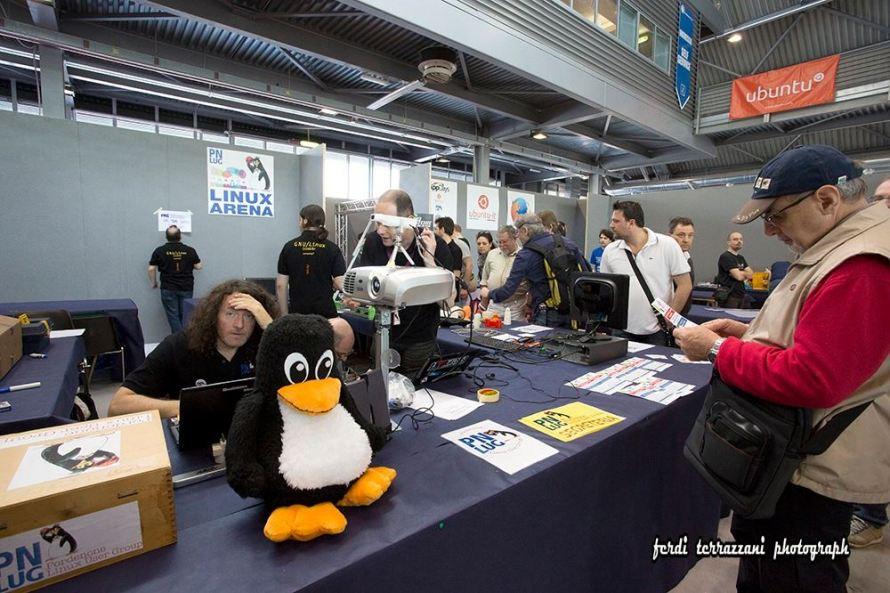861015 615488395197320 1315071109621402303 o1 890x593 Linux Arena 2016, anche questanno alla fiera del Radioamatore