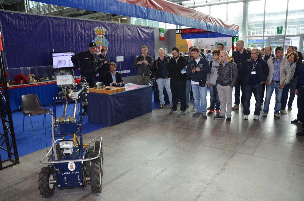 carabinieri radioamatore pordenone 2 1200x795 Carabinieri presenti alla 50^ Edizione della Fiera Nazionale del radioamatore di Pordenone