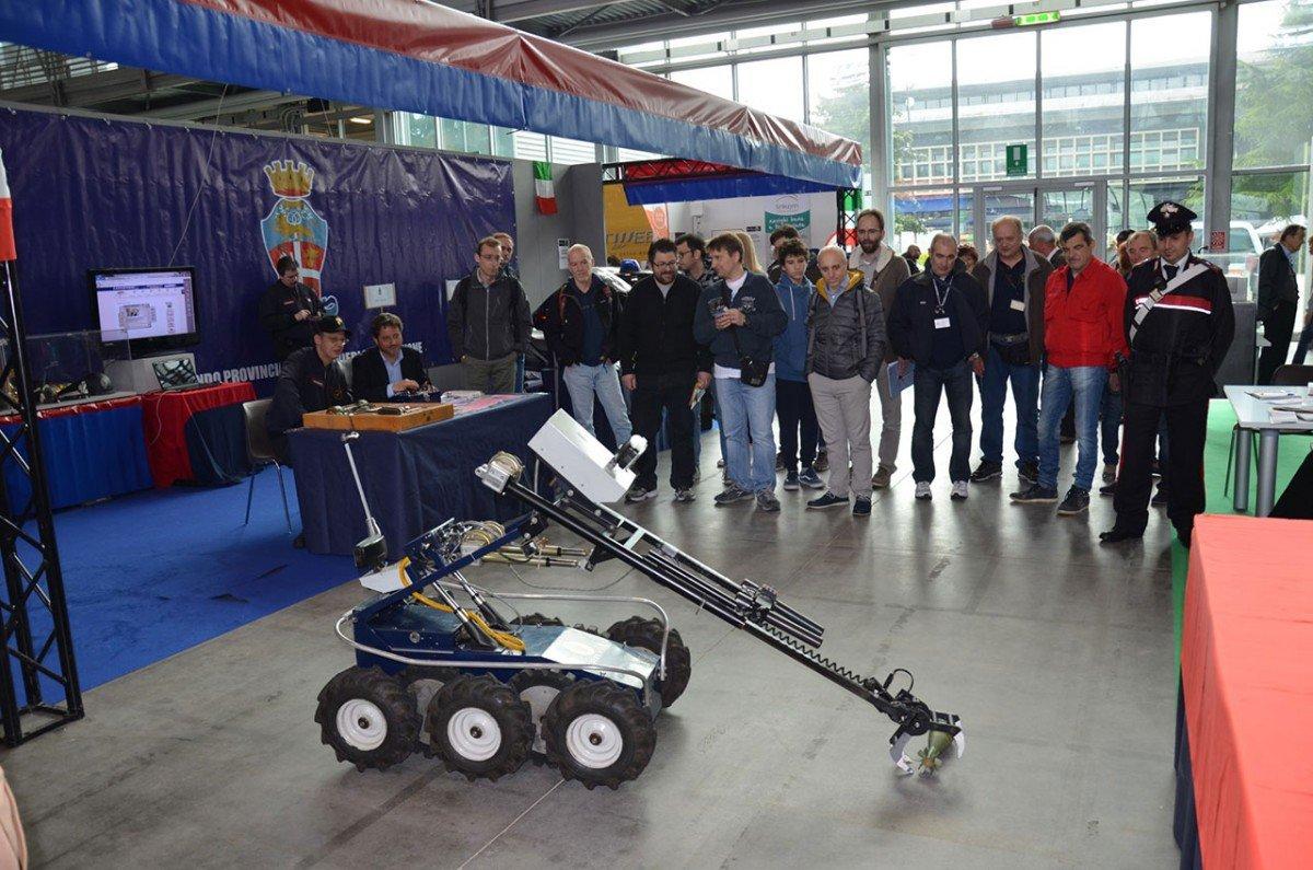 carabinieri radioamatore pordenone 3 1200x795 Carabinieri presenti alla 50^ Edizione della Fiera Nazionale del radioamatore di Pordenone