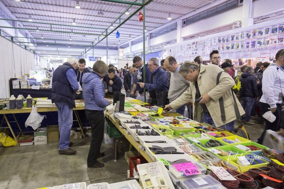 radioamatore fiera pordenone 2017 primo giorno 80 570x380 Il grande Market per fare shopping tecnologico in fiera