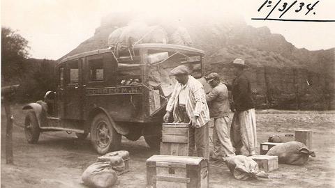 """"""" La Mensajería"""" en el año 1934. Fue el primer transporte de pasajeros de nuestro pueblo. Unía Cafayate con Alemanía."""
