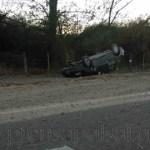 Murió un hombre al volcar su auto cerca de la bodega El Recreo